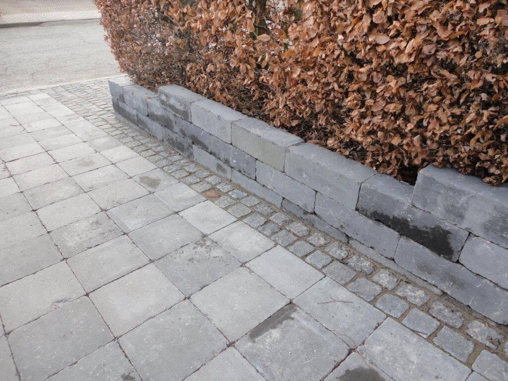 Sort slået kvadrat, 28x28x7 cm og sorte dobbelte slåede herregårdsblokkellede